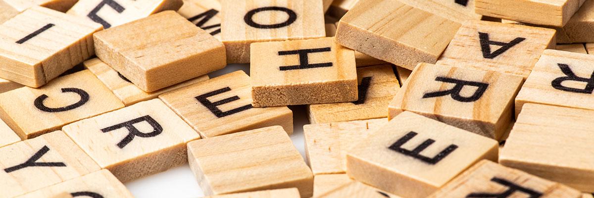 Giochi da tavolo in cui bisogna indovinare delle parole: educativo e divertente